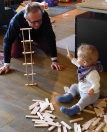 Kind öffnet sich und bekommt Aufmerksamkeit